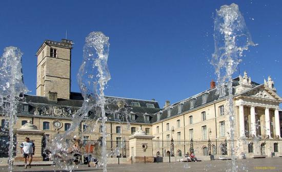 800px-dijon-palais-des-ducs-de-bourgogne-101.jpg