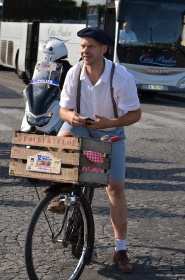 Avec un vieux vélo